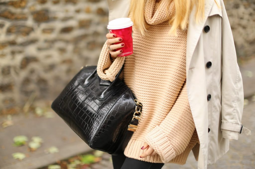 burberry, burberry trench coat, topshop, ripped jeans, starbucks, fashion blogger, chloé susannas, zara, big knit, givenchy